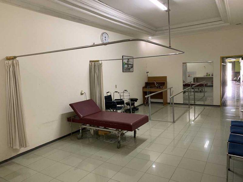 zaal waar prothesen en orthesen worden aangemeten in cirebon