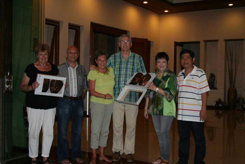Marie-Louise Meinema, Jinne Meinema, Marianne Kamer, Ger Kamer, Irene Lukita en Chandra Lukita